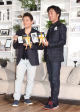 『Amazon Kindle 電子書籍リーダー』新製品お披露目会に出席したスピードワゴン(左から)井戸田潤、小沢一敬 (C)ORICON NewS inc.