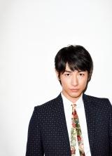男性誌『UOMO』のUOMOキャラクターに就任するディーン・フジオカ Photos:Yoshiyuki Nagatomo
