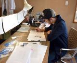 黙々と作業に取り組むキングコング・西野亮廣 (C)ORICON NewS inc.
