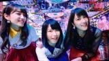 AKB48の46thシングル「ハイテンション」MVに出演する(左から)加藤玲奈、横山由依、入山杏奈