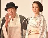 『第29回東京国際映画祭』(TIFF)オープニング・レッドカーペットに出席した(左から)古田新太、稲森いずみ (C)ORICON NewS inc.