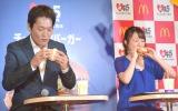 『日本マクドナルド45周年記念 復活商品第3弾発表会』に出席した(左から)千原ジュニア、高橋みなみ (C)ORICON NewS inc.