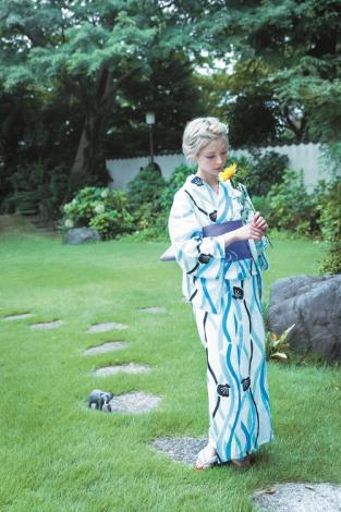 浴衣姿も披露する最上もが (C)桑島智輝/週刊ヤングジャンプ