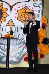 ヴーヴ・クリコ『イエロー・ウィン』プレスイベントに出席したヒロミ