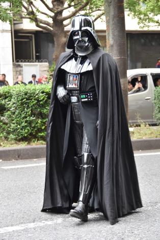 『カワサキハロウィン2016』の「スター・ウォーズ」パレードに登場したダース・ベイダー (C)ORICON NewS inc.