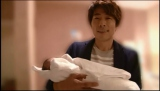 我が子を抱く田村淳 (C)テレビ朝日