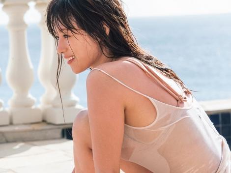 シャツ水着の深田恭子