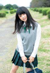欅坂46とけやき坂46を牽引する長濱ねるが制服姿を披露 (C)細居幸次郎/週刊ヤングジャンプ