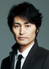 SMAPの草なぎ剛が主演する火曜9時ドラマ『嘘の戦争』に出演する安田顕(C)関西テレビ