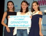 黒田エイミ(左)、水原希子(右)が所属するエイジアクロス初のオーディションでグランプリを受賞した八木莉可子さん(中央) (C)ORICON NewS inc.