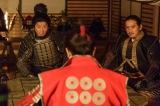 NHK大河ドラマ『真田丸』第45回より。幸村から布陣が伝えられる(C)NHK