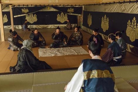 NHK大河ドラマ『真田丸』第43回より。幸村は自らの策を披露するが…(C)NHK