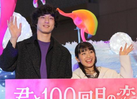 クリスマスツリー「Ocean Fantasy Tree〜君と100回目の恋〜」の点灯式に出席した(左から)坂口健太郎、miwa (C)ORICON NewS inc.