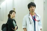 外科医・新田雪野(相武紗季)と心臓血管外科医・高杉祐樹(小林且弥)が志帆の過去を調べようと本格的に動き出す(C)関西テレビ