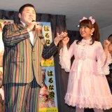 新曲「御免なすって」を歌い上げる大江裕(左) (C)ORICON NewS inc.