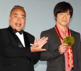 映画『金メダル男』大ヒット御礼舞台あいさつに出席した(左から)出川哲朗、内村光良 (C)ORICON NewS inc.