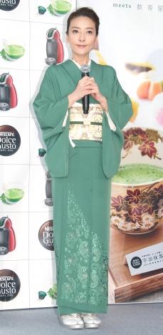 艶やかな着物姿で登場した西川史子=『ネスカフェ ドルチェ グスト 宇治抹茶屋』オープニング記念セレモニー