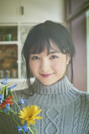 18歳となった葵わかなのオトナかわいい魅力が凝縮された「オフィシャルカレンダー2017」※画像はイメージです。実際の商品とは異なる場合があります。