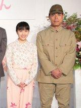 NHK連続テレビ小説『べっぴんさん』で夫婦を演じる百田夏菜子(ももいろクローバーZ)と田中要次 (C)NHK