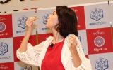 『チーズフェスタ2016』で「焼ッキーナ」を実食、披露した木下優樹菜 (C)oricon ME inc.
