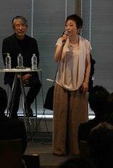 新曲「さみしいときは恋歌を歌って/恋に落ちる」CD購入者イベントを開催した(左から)松本隆氏、クミコ