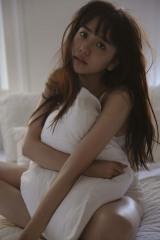 初のスタイルブックで下着カットに挑戦した松井愛莉