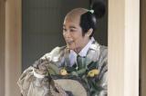 大河ドラマ『真田丸』第15回より。秀次(新納慎也)が枇杷(びわ)を持って初登場(C)NHK