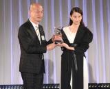 『ベスト スタイリング アワード 2016』を受賞した河北麻友子(右) (C)ORICON NewS inc.