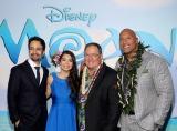 (左から)リン=マニュエル・ミランダ、アウリィ・カルバーリョ、ジョン・ラセター、ドウェイン・ジョンソン=『モアナと伝説の海』ワールド・プレミア (C) 2016 Disney. All Rights Reserved.
