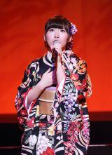 初のソロコンサートで全21曲を歌い上げた岩佐美咲(30日=東京・浅草公会堂)