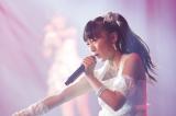 テレビ初歌唱にしてセンターの大役を務めたNMB48・山本彩加 (C)NMB48