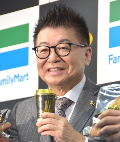 ピコ太郎風にアピールした生島ヒロシ=『FamilyMart ×RIZAP 新商品発表会』 (C)ORICON NewS inc.