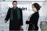 ドラマ『ドクターX』第6話(11月17日)より。金沢へ戻る海老名(遠藤憲一)を図らずも見送ることになった大門未知子(米倉涼子)(C)テレビ朝日