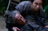 NHK大河ドラマ『真田丸』第31回より。徳川家康暗殺に失敗し、瀕死の昌相(C)NHK