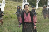 NHK大河ドラマ『真田丸より。さり気なく佐助も赤備えに(C)NHK
