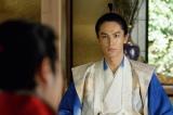 NHK大河ドラマ『真田丸』第46回「砲弾」(11月20日放送)より。有楽斎は秀頼らに徳川との和睦を持ちかけるが…(C)NHK