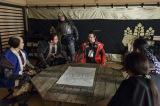 NHK大河ドラマ『真田丸』第46回「砲弾」(11月20日放送)より。和睦が決まったことを又兵衛らに伝える幸村(C)NHK