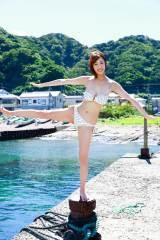 初の水着グラビアに挑戦した竹内紫麻(C)中山雅文/週刊プレイボーイ