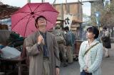 NHK連続テレビ小説『べっぴんさん』第7週より。傘工場を営む両親と妹と仲良く暮らしていたと話す栄輔(C)NHK