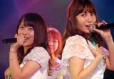 半年ぶりに劇場公演に出演した篠崎彩奈(左)はこじはるとの共演に感激 (C)ORICON NewS inc.