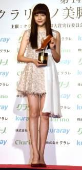 『クラリーノ美脚大賞2016』の10代部門を受賞した松井愛莉 (C)ORICON NewS inc.