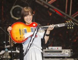 """自身初のソロツアー千秋楽で""""しゃくれギター""""を披露する山本彩(C)Sayaka Yamamoto"""