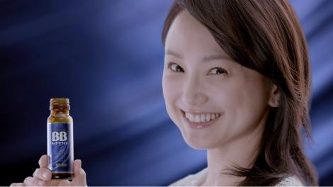 新CM『チョコラBB リッチセラミド』に出演している永作博美