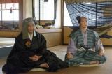 NHK大河ドラマ『真田丸』第42回より。初登場の時から胡散臭い雰囲気を醸し出していた有楽斎(C)NHK