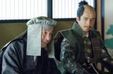 NHK大河ドラマ『真田丸』第47回より。和睦について議論を交わす大坂城の面々(C)NHK