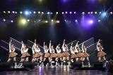 「手をつなぎながら」=『HKT48 5周年記念特別公演』より(C)AKS