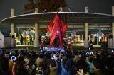 11月23日、大型商業施設「アリオ橋本」(神奈川県相模原市)に「宇宙の光」をテーマとしたイルミネーション『アリオ橋本フューチャースターライト』点灯式にはクレナイ ガイ役の石黒英雄、ウルトラマン、ウルトラマンティガが駆けつけた(C)劇場版ウルトラマンオーブ製作委員会
