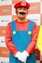 マリオ・マリオのコスプレで登場したアニメイト代表取締役社長・阪下實氏 (C)oricon ME inc.
