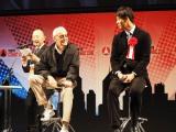 『東京コミックコンベンション(東京コミコン)』でアメコミ界の重鎮、スタン・リー氏(左)と竹内涼真によるトークイベントの模様 (C)ORICON NewS inc.