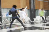 12月10日公開、「仮面ライダー」映画最新作のアクションシーン「エグゼイド&ゴースト」製作委員会(C)石森プロ・テレビ朝日・ADK・東映